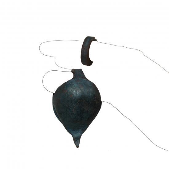 frikywa bel ook wel grello bel of Afrikaanse castinet, is een instrument dat gebruikt wordt door Ghanese percussie groepen. De bel wordt aan de duim gehangen. De ring wordt om de wijsvinger gedaan en dient om de bel te bespelen  Prijs: € 9.50