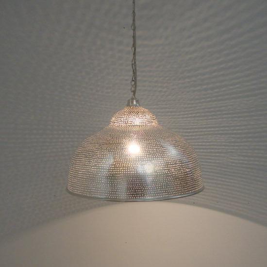 lamp gaatjes verzilverd koper uit Egypte   Prijs: € 139.00