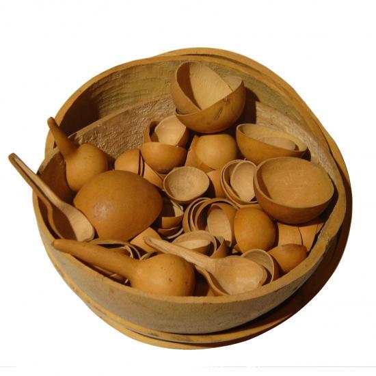 kalebas schalen gemaakt van een halve kalebas van 10 cm doorsnee tot 45 cm doorsnee diverse prijzen v.a. €1 Prijs: € 1.00
