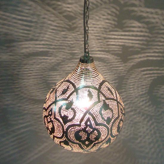 lamp druppel patroon verzilverd koper uit Egypte  In verschillende maten verkrijgbaar vanaf 90 Euro Prijs: € 225.00