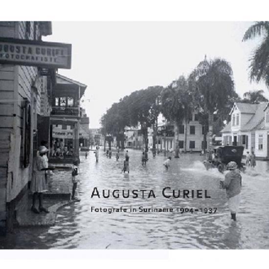 Augusta Curiel, Fotografe in Suriname 1904-1937 Janneke van Dijk, Hanna van Petten-van Charante, Laddy van Putten  KIT Publishers, 2007, 191 p. Prijs: € 29.50