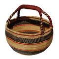 picnic mand uit het binnenland van Ghana gekleurd met plantaardige verfstoffen: 2 maten:  groot 40cm in naturel, 15.00, klein 20cm in verschillende kleuren, 9.50 Prijs: € 19.50